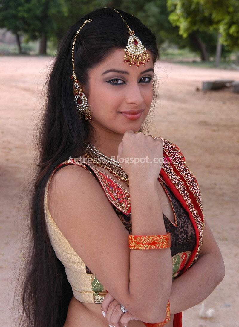 Bombay Actres Madhurima Hot Sexy Navel Show Stills-9450