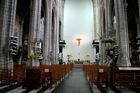 Altar da Catedral ao fundo