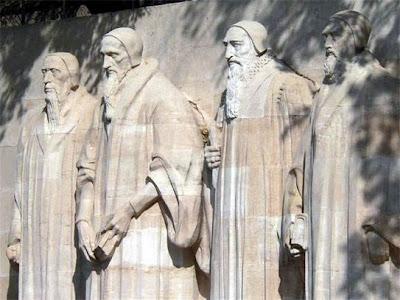 Muro dos Reformadores, em Genebra (Suíça). Da esquerda para a direita: Farel, Calvino, Beza e Knoxx.