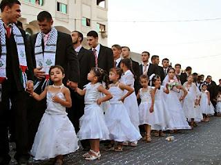 Pedofilia institucionalizada, patrocinada pelo Hamas e organizada para, de fato, chocar a América: não, você não está sonhando, prezado leitor - as crianças, de branco, são noivas de verdade!