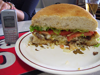 ニュージーランド クライストチャーチ リトルトン 巨大ハンバーガー 写真 画像 名物料理