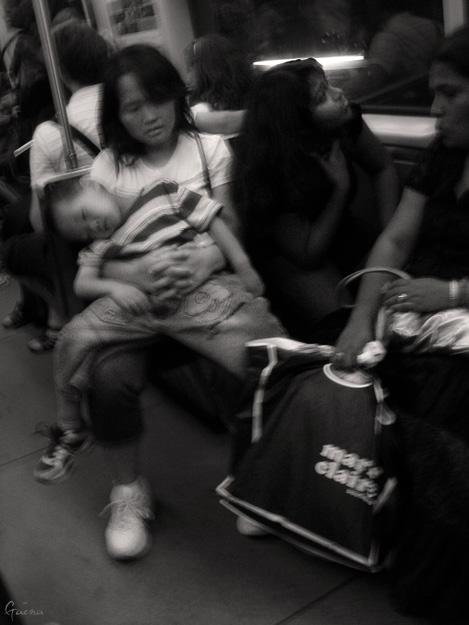 «Mesdemoiselles, Jeunes Hommes, Mesdames, Messieurs, J'espere que vous êtes bien installés, Et pas trop serrés, C'est r'parti pour un tour, L'métro, C'est la santé, Alors Bienvenue, Merci d'êtr' venu, Au spectacle, Dans l'métro...»