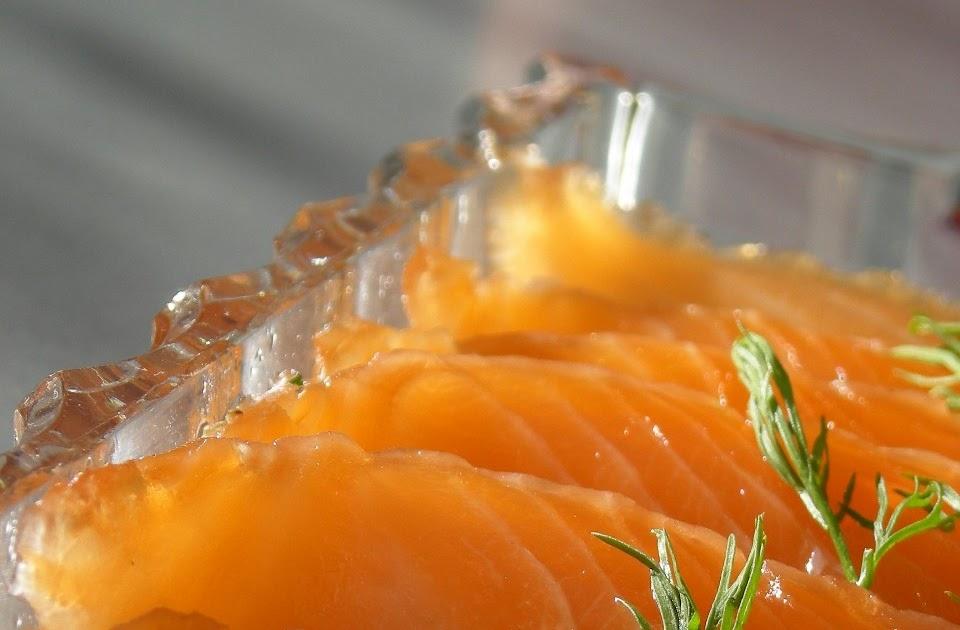 Rosa 39 s yummy yums gravlax salt cured salmon for Salt cured fish