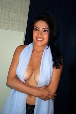 Priyanka Chopra Topless