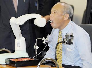 Resultado de imagen de robot para ayudar a discapacitado a comer