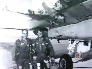 Вернувшийся с одним крылом F-15 и его экипаж