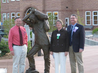 Mayor Dan McArthur, Annette Everett, and Lyman Hafen unveil Everett's new bronze sculpture Sand Man
