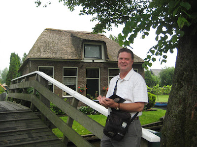 Roland Lee sketching along the canals in Giethoorn Netherlands