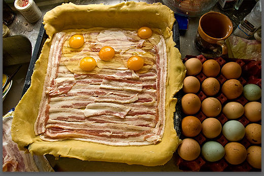 making a bacon and egg pie