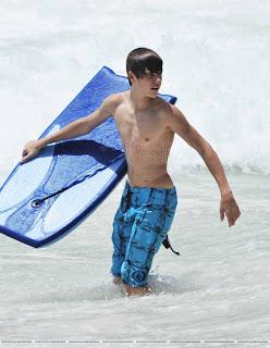 barbardos Justin hace surf y acaba con agujetas