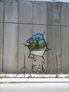 http://bp1.blogger.com/_X9Yh59juM5k/ReIPXIS5VEI/AAAAAAAAAAo/97WpzQQp8a0/s320/Banksey+Pal+wall.jpg