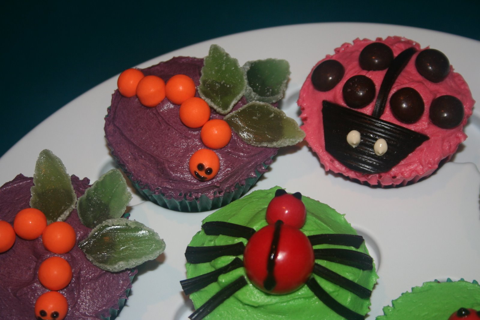 Creations, Crafts & Cakes: close ups of insect cupcakes