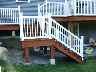 picture of white vinyl railing