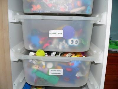 Ikea hacker ripostiglio a muro per giocattoli for Contenitori per giocattoli ikea