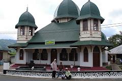 Masjid Kotogadang berdiri megah sebelum runtuh karena gempa