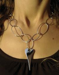 Vi säljer Miss Dee på jobbet och årets julklapp är verkligen smycken från  dem. 3db53f63e6716