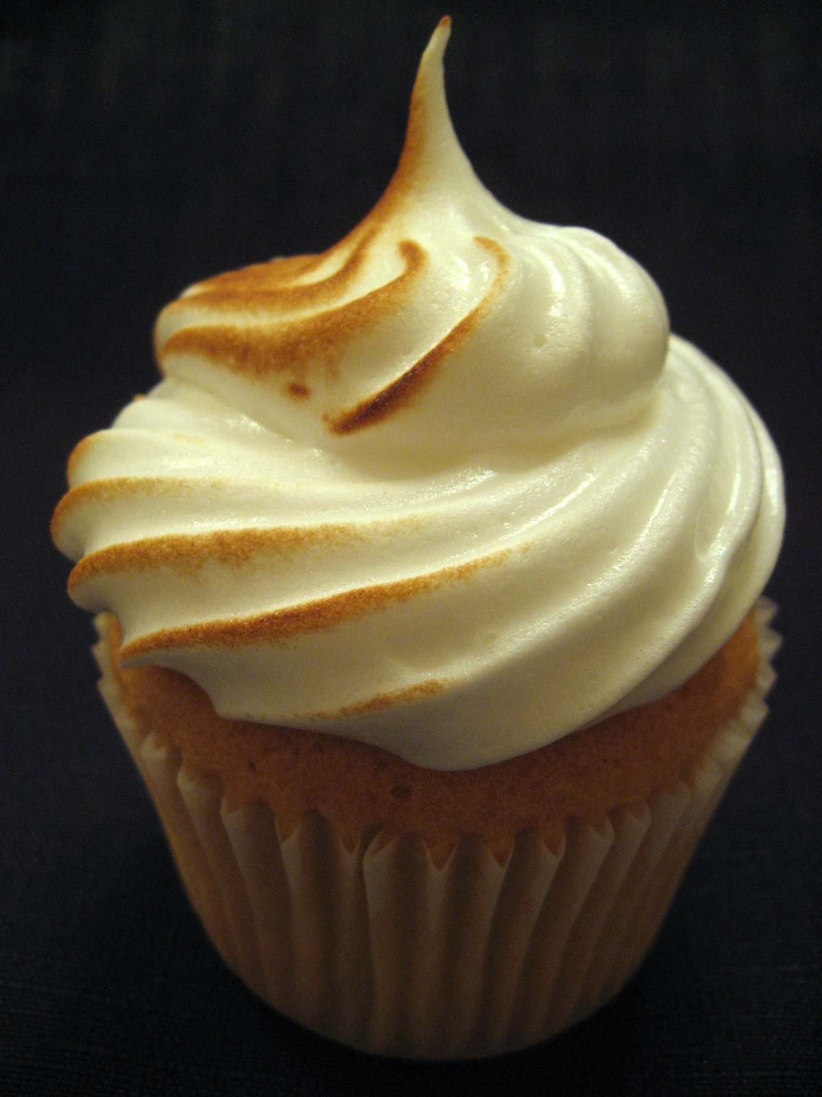 Kitchen Delights: LIME MERINGUE CUPCAKES