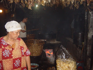 "Kuliner 55 - Kerupuk Kulit ""Bunga Mawar"", Mataram"
