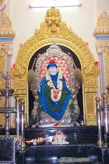 how to reach siddhivinayak temple by train