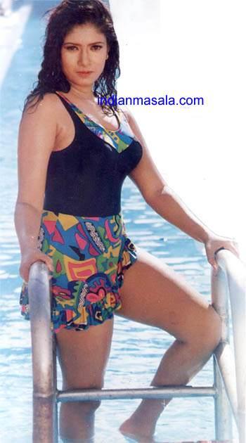 Jiah khan in bikini khanki - 3 10