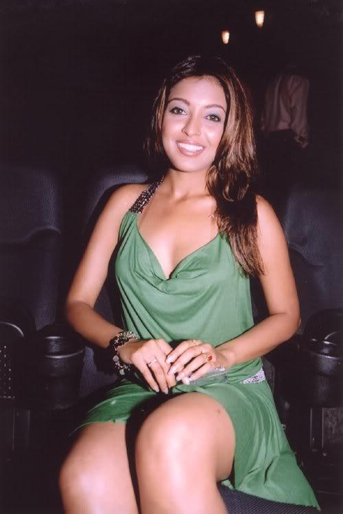 Tanushree Dutta Hot Pics - Saree Sexy Pictures-7342