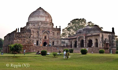Posted by Ripple (VJ) : A visit to Lodhi Garden, Delhi, INDIA :: Bara Gumbad @ Lodhi Garden :: In the middle of the gardens is the Bara Gumbad and Sheesh Gumbad. The Bara Gumbad (