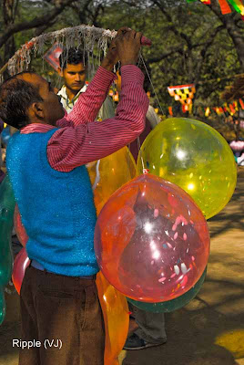 Posted by Ripple (VJ) : Faces of India @ Surajkund Fair : Gubbare Wala@ Surajkund Fair 2009