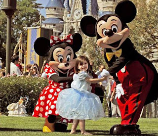hong kong disneyland picture suri cruise