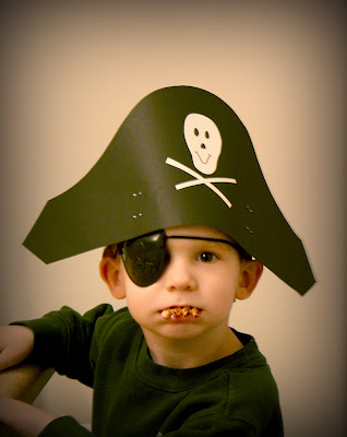 http://bp1.blogger.com/_XvY_ddSML2I/R7yJ17aMdaI/AAAAAAAAADw/jym2aKlH7VI/s400/pirate134.jpg