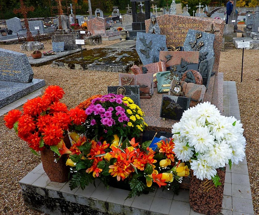 Living the life in Saint-Aignan: A French cemetery