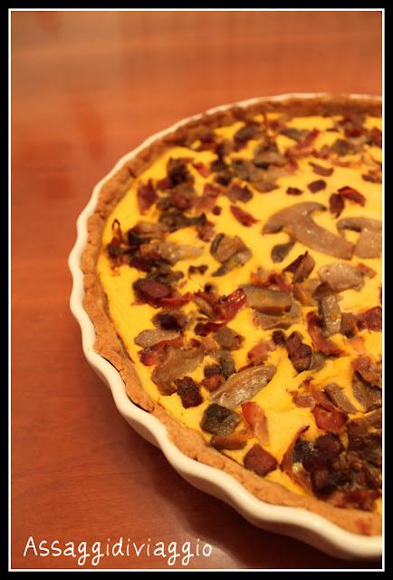 Crostata rustica di farina di castagne con zucca, funghi e speck