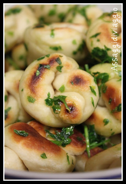 Nodini di pane in padella