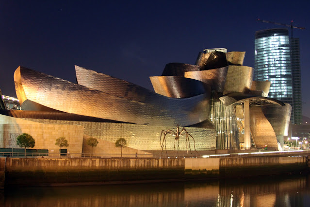 Museo Guggenheim di notte-Bilbao