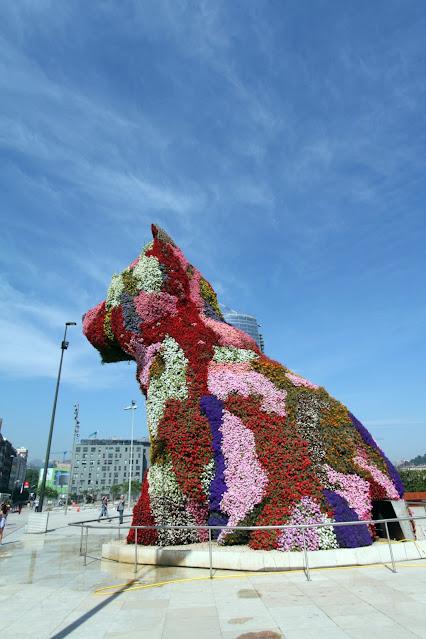 Cane di fiori al Museo Guggenheim-Bilbao