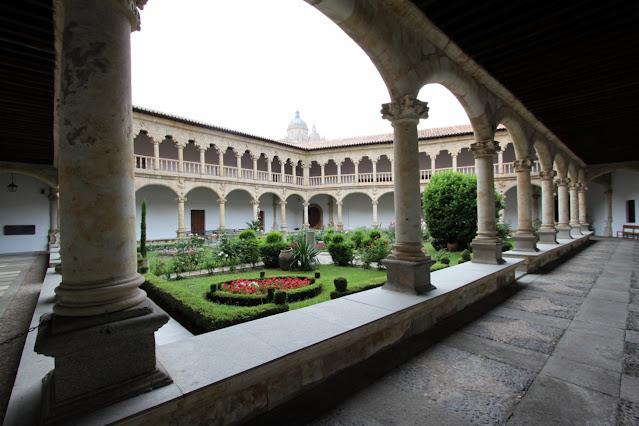Chiostro del Convento de las Dueñas-Salamanca