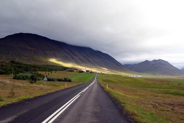 Strada islandese verso Akureyri