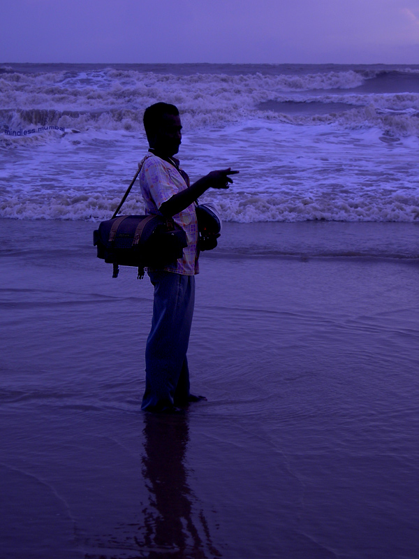 photographer at juhu beach by kunal bhatia