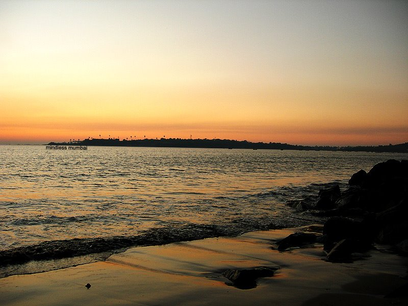 versova beach sunset by kunal bhatia