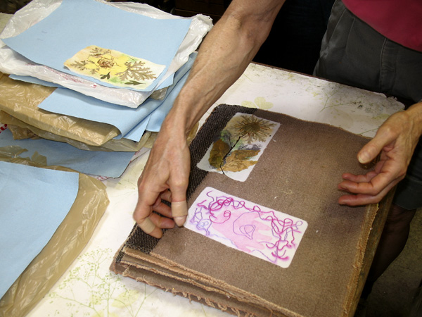 [07-0526_cbas_papermaking+at+peg's_making+paper_10_e100jpg]