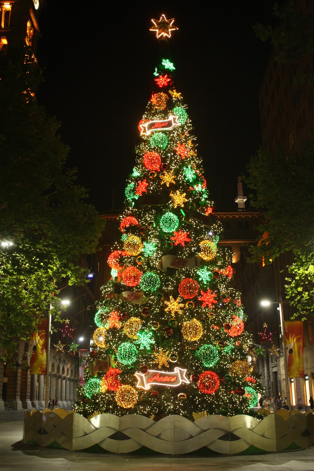 Christmas Decorations Sydney Sydney City And Suburbs Martin Place Christmas Tree