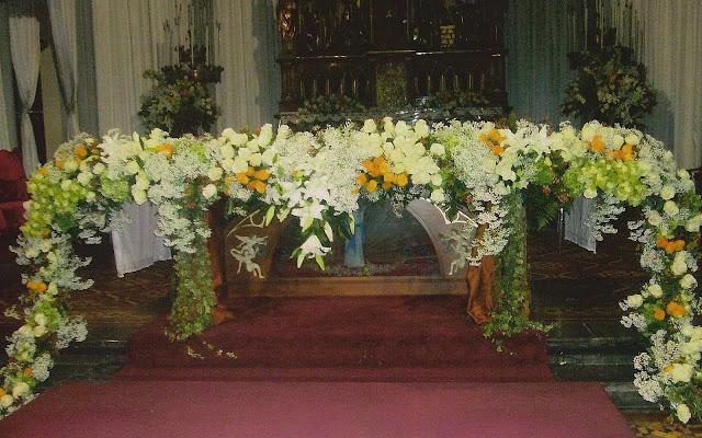 Seni Merangkai Bunga Altar Gereja