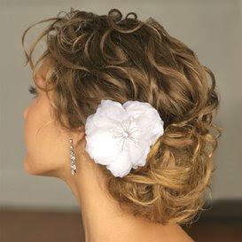 penteado com acessório para debutante