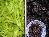Prunes et mangues vertes séchées