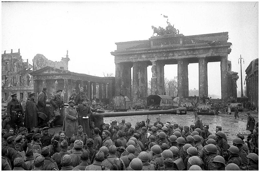World War II Photos of Brandenburg Gate in Berlin - Cool ...  |Brandenburg Gate Ww2