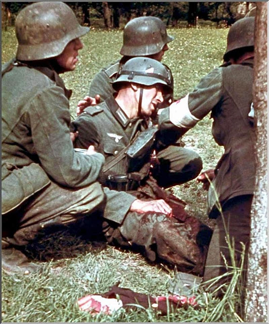 eastern front comrades tend german soldier decapitated 1942
