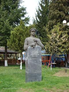 Паметник на полковник Владимир Серафимов в Рудозем