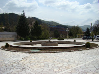 Фонтанът на центъра в Рудозем