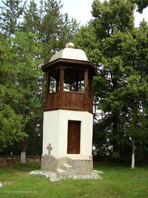 Камбанарията на Земенския манастир
