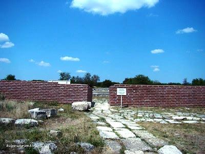 Цитадела в Плиска - главен вход