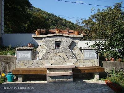 Църковна чешма в двора на енорийски храм